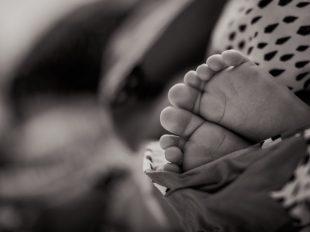 Babyfüße in Sepia