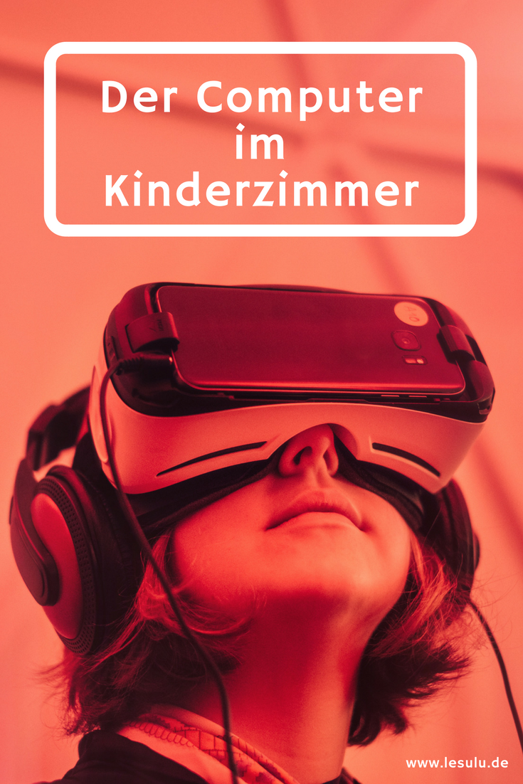 Kind mit Virtual Reality Brille